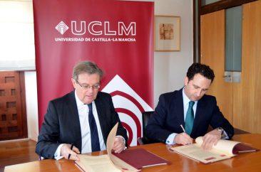 El rector y el decano del Colegio Notarial de Castilla-La Mancha rubrican el acuerdo