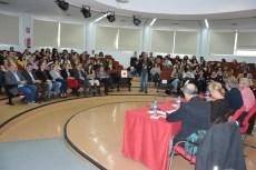 Numerosas personas asistieron a la charla del diseñador.