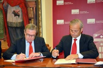 Miguel Ángel Collado y Francisco Javier Merino firman el acuerdo