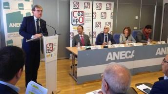 Miguel Ángel Collado, con el diploma acreditativo del sello de Calidad en Edición Académica