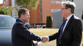 Ejercicio práctico con García-Page en la Facultad de Periodismo. © UCLM