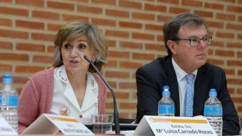 El rector de la UCLM y la ministra de Sanidad, Consumo y Bienestar Social, en la inauguración de las XXXIX Jornadas de Economía de la Salud. © Jose M Moreno Arenas