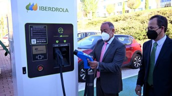 Inauguración en el Campus de Cuenca de los puntos de recarga para vehículos eléctricos