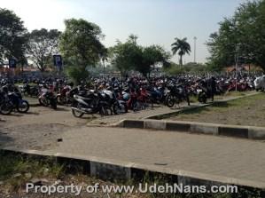 parkir inap sepeda motor di bandara Soekarno Hatta