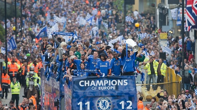 Heroes' welcome for triumphant Chelsea