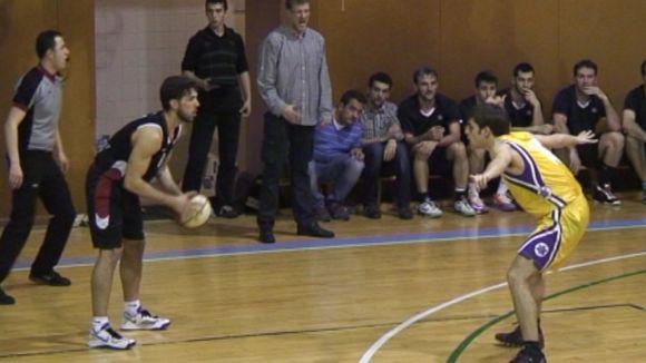 Victor Chica amb la pilota a les mans en una acció de partit