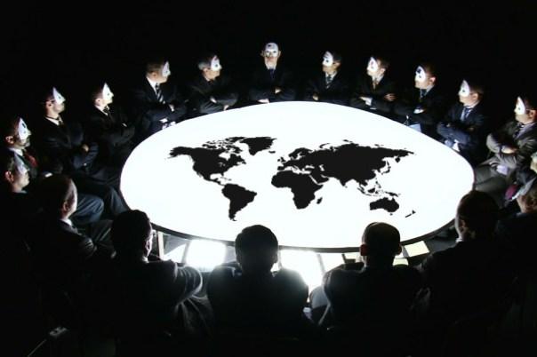 """""""Criaturas No Humanas Controlan el Mundo"""" Entrevista a ex-ejecutiva del Banco Mundial (Video)"""