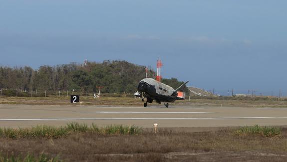 Americas Secret X37B Space Plane returns to earth