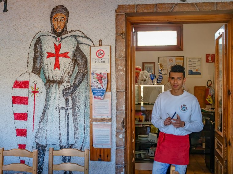 At a restaurant in the entrance of the village, large wall paintings are dedicated to the temple knights