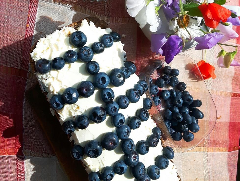 Ciasto z makiem, mascarpone i borówkami