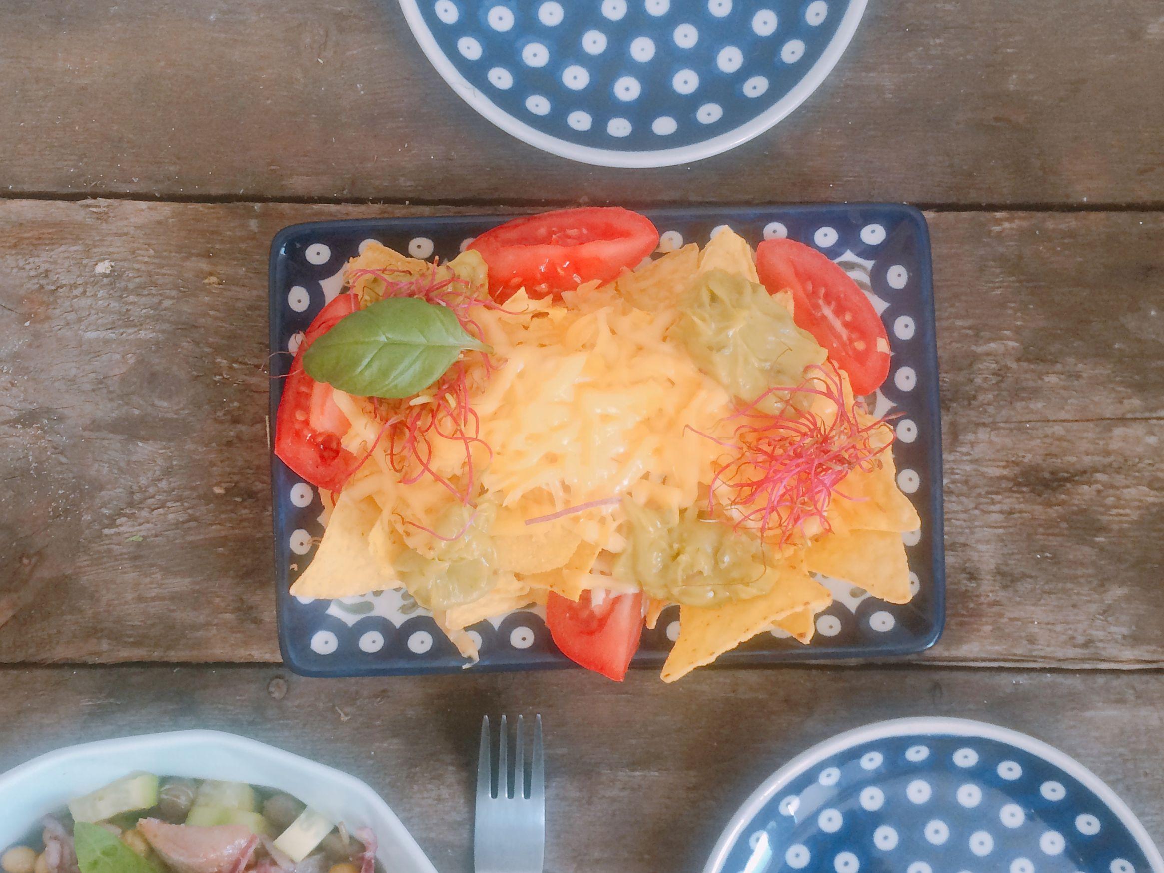 Nachosy z guacamole i serem