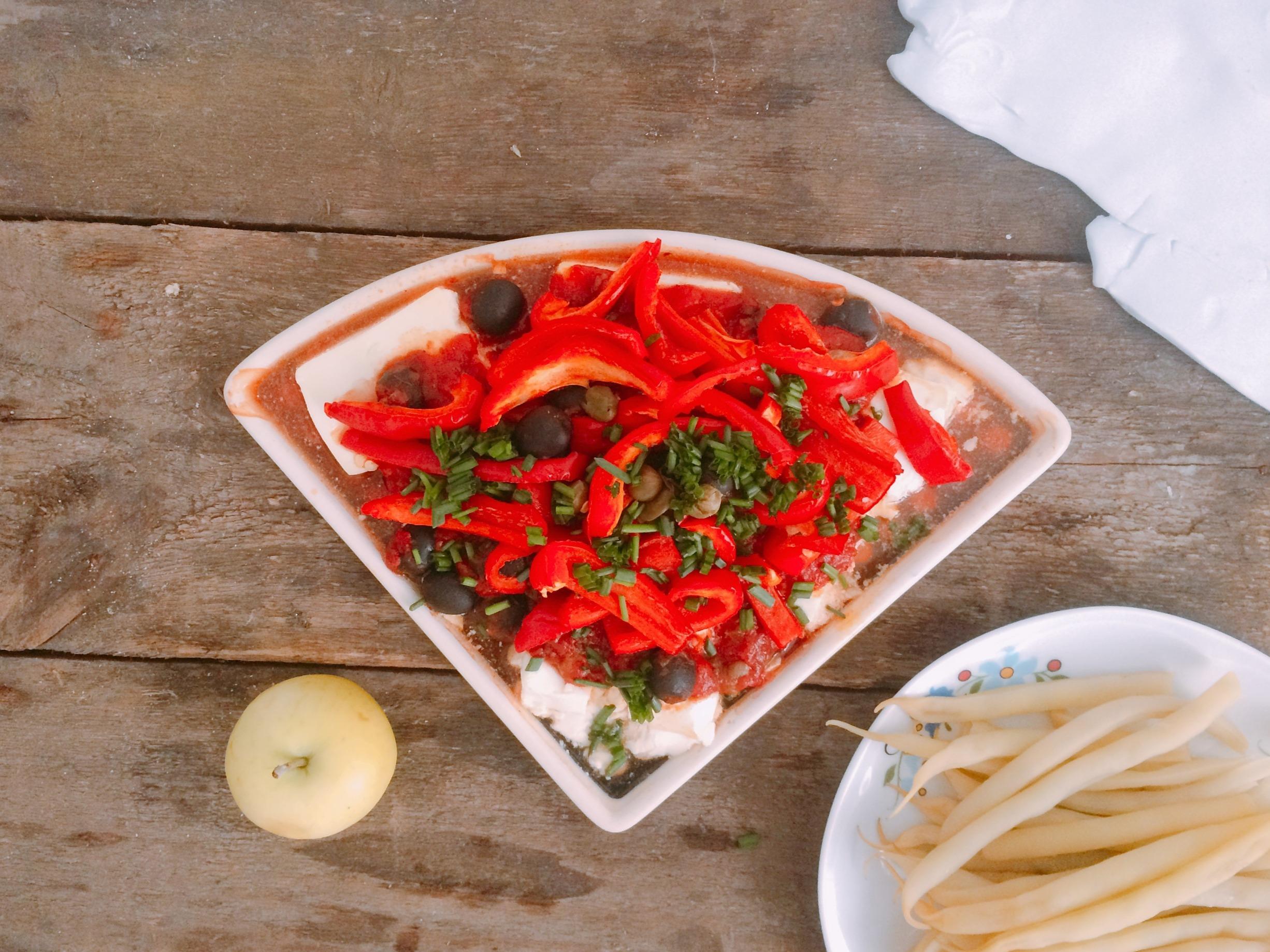 Feta pieczona z warzywami