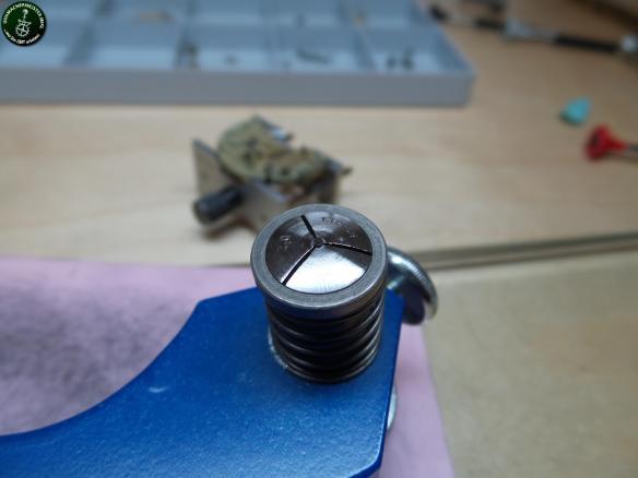 Geschliffene und polierte Schraube.