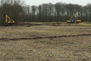 Start ontgraving van ven welke in het verleden gedempt is voor het creëren van landbouwgrond– Aannemingsbedrijf M.J. van Uijtert en Zn. -