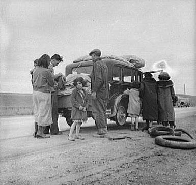 mexican-migrants-road