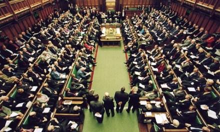 Gjuha shqipe kalon mocionin në parlamentin britanik