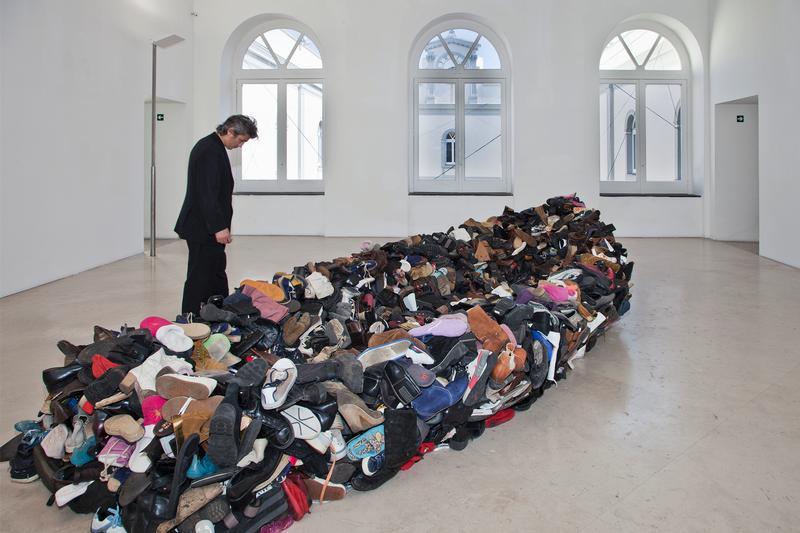 <!--:en-->Kosovo's artist Sislej Xhafa exhibits in Italy<!--:-->