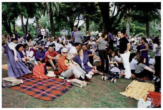 Albanian community gathering at the first Australia-wide Albanian National Day celebration at Footscray Park, 1994. Source: E.S. Lloga