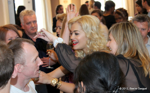 <!--:en-->Rita Ora celebrated her single 'RIP' in London today at the beautiful Asprey store<!--:--><!--:sq-->Sot Rita Ora e festoi singlin e saj RIP në dyqanin e margaritarëve luksoz Asprey në Londër<!--:-->