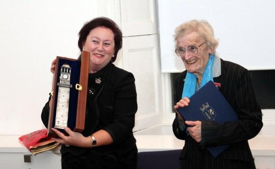 Dr Liri Berisha honours Dr. T. Scarlett Epstein OBE