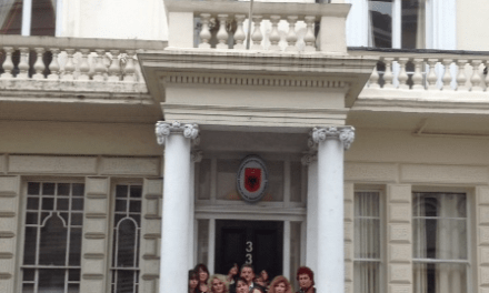 <!--:sq-->Promovohen talentet e reja në Ambasadën shqiptare në Londër<!--:-->