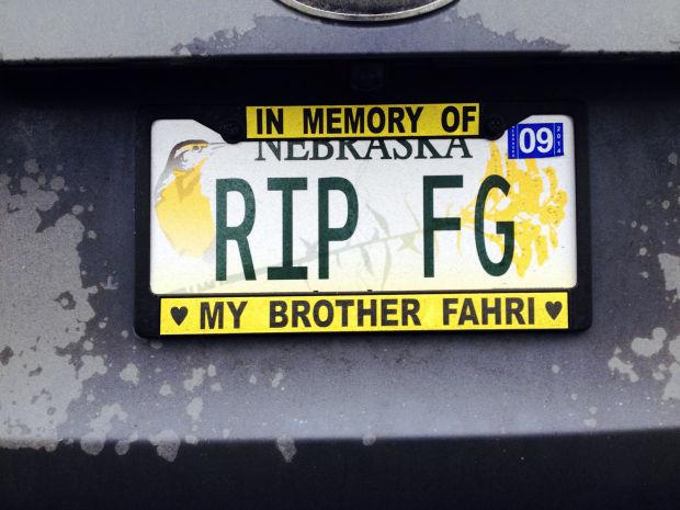 Motra e tij, Tina Govori, aq rëndë e ka përjetuar këtë humbje sa që tash përkujton vëllaun e saj në tabelat e makinës së saj.