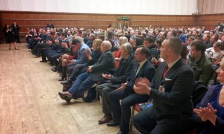 <!--:sq-->Kryeministri Hashim Thaçi takohet me shqiptarë të Britanisë në Londër<!--:-->