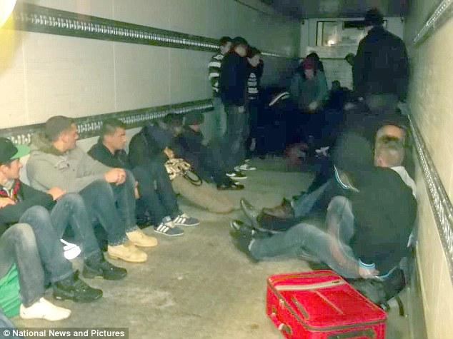 Burgosen shoferët e kamionëve me të cilët tentuan të kontrabandojnë shqiptarë në Britani