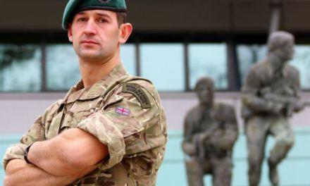 <!--:sq-->Komente tepër pozitive rreth suksesit të shqiptarit në njësitin Marina Mbretërore Britanike <!--:-->