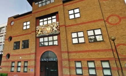 <!--:sq-->I akuzuari David Rhoden nuk pranon akuzën e rrëmbimit të një shqiptari në Londër<!--:-->