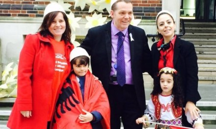 Albanian flag was raised in Barking Town Hall, London, for the first time<!--:-->