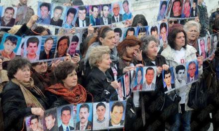 <!--:sq-->Gratë e Londrës mblodhën mbrëmë £3400, për nënat dhe të vejat e luftës së Kosovës<!--:-->