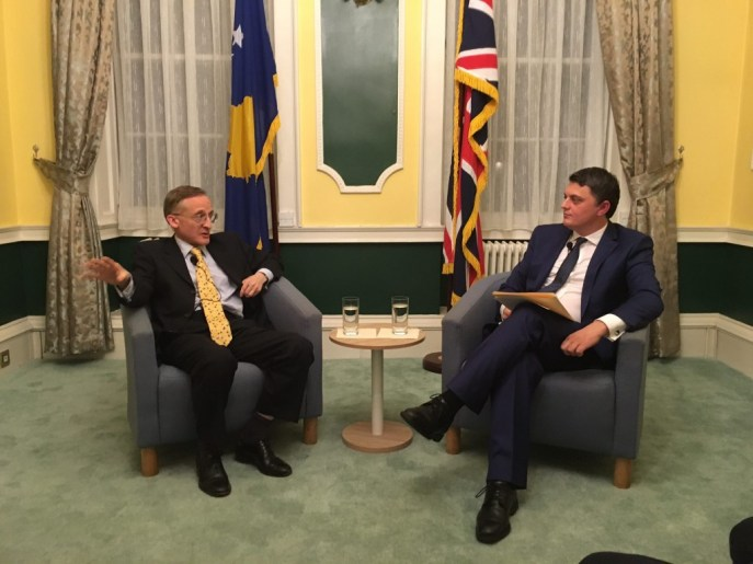 Sir Noel Malcolm dhe Ambasadori Lirim Greicevci ne ambasaden e Kosoves ne Londer, 3 shkurt 2016