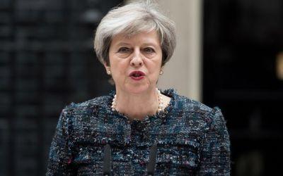 Kryeministresha May arsyeton sulmet në Siri, merr si shembull Kosovën