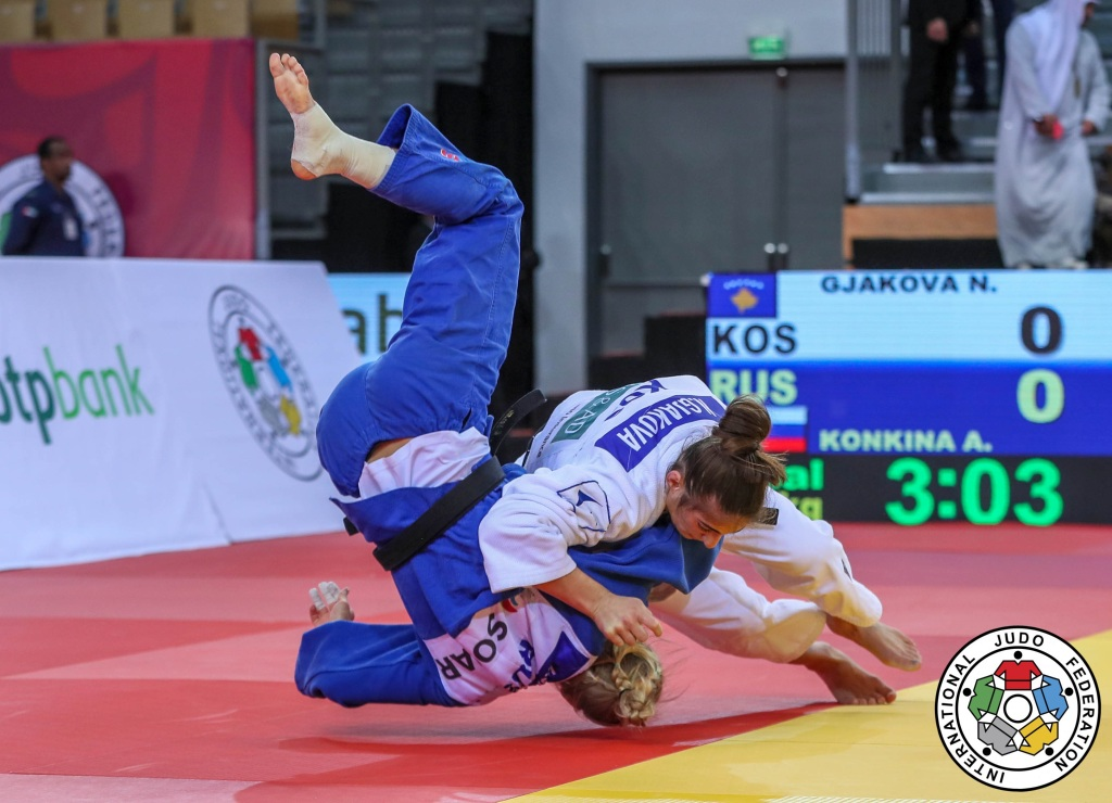 Third time lucky for Kosovo as Nora Gjakova wins gold u57kg