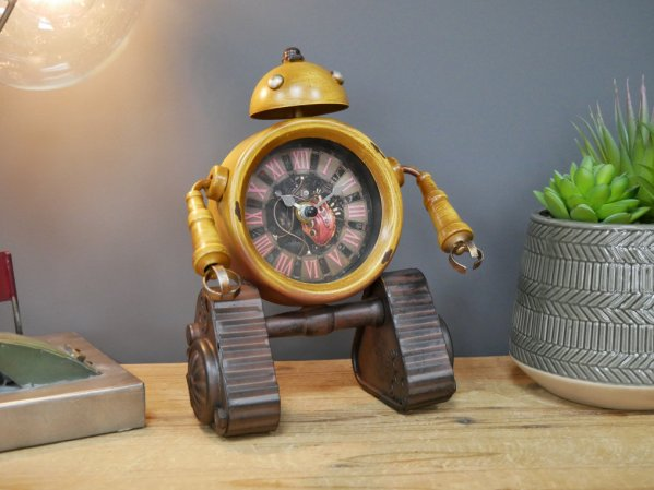Retro Table Clock Vintage Industrial Style Kids Robot Heart Bedside Office Top Unit Rustic Metal Home Art Decor Unique Gift