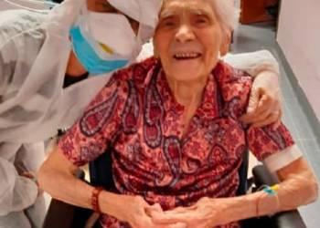 المرأة ذات ال 104 عاماً أصبحت أكبر شخص في العالم يهزم كوفيد -19