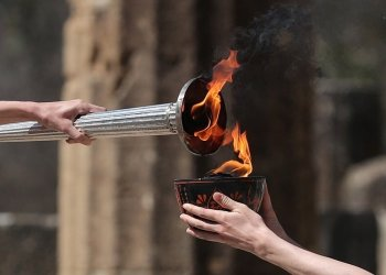 بعد مرور عام بدء تتابع شعلة أولمبياد طوكيو المتأخر بسبب فايروس كورونا