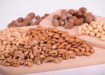 كيف تأكل المكسرات دون الإضرار بالصحة؟