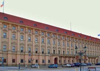 الجمهورية التشيكية تطرد 18 دبلوماسيا روسيا