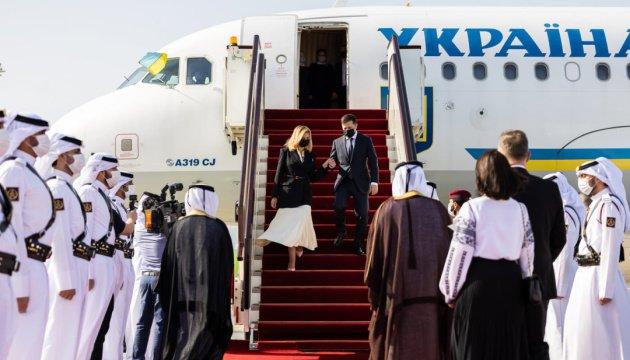 رئيس أوكرانيا فولوديمير زيلينسكي مع السيدة الأولى أولينا زيلينسكا في زيارة رسمية لدولة قطر