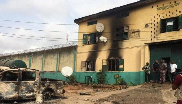 فرار أكثر من 1800 سجين من سجن في نيجيريا
