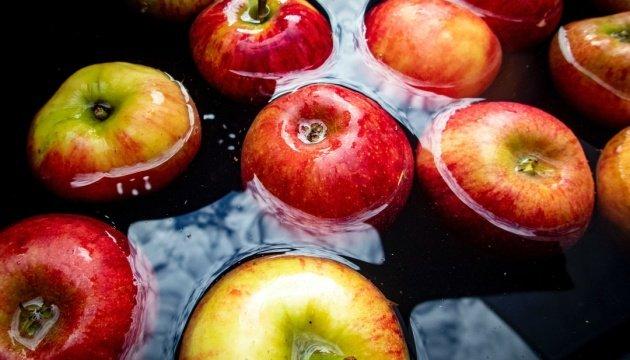 فوائد أكل التفاح لجسم صحي
