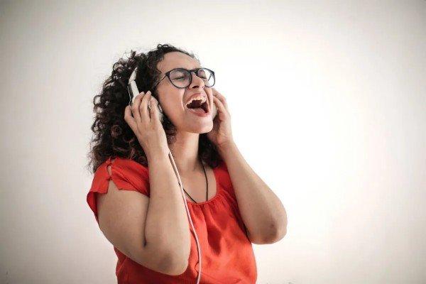 كيفية التخلص من الوزن الزائد بواسطة الغناء