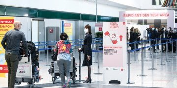 إيطاليا تعيد فرض الحجر الصحي على الوافدين من بريطانيا