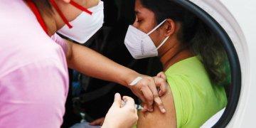 المعالجون الدينيون يقومون بتحويل مفسدي أسطورة اللقاح إلى استفزاز سكان الريف في الهند