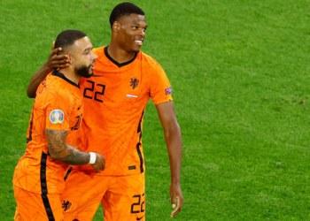 ديباي ودومفريز يرسلان هولندا إلى خروج المغلوب في يورو 2020