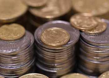 البنك الأهلي الأوكراني سيبيع ما يقرب من 46 طنًا من العملات المعدنية الفاسدة في المزاد