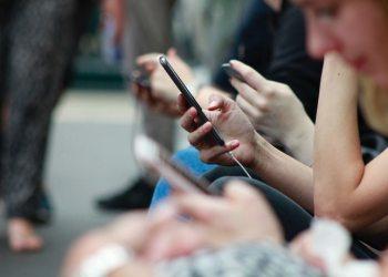 ارتفاع أسعار الهواتف الخليجية بسبب نقص الشرائح الإلكترونية
