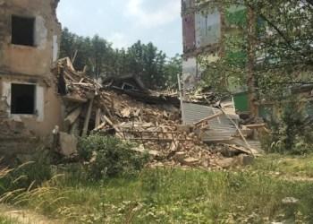 انهيار مدخل مبنى شاهق للطوارئ في منطقة لفيف